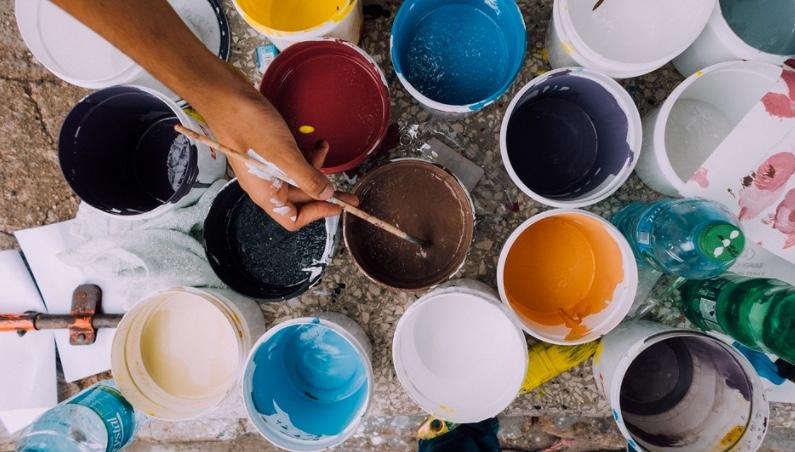 trucs astuces pots de peinture qui sèchent